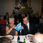 Carl Björeman skålar med sin bordsdam May Levin