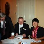 Kassören Arne Sjöblom, sekreteraren Björn Wallin och Emilie Tonogai