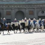 Livgardets dragonmusikkår anländer till Yttre Borggården