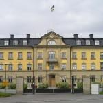 Kanslihuset med flagga. Kanslihuset började användas under hösten 1910. Foto: 2005-06-19