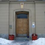Entré till kanslihuset med Rotaryskyltar, MR HUSMAN FESTVÅNING och Diös fastigheter. Foto: 2008-02-16