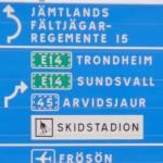 Är Vägverket ovetande om Försvarsbeslut 2004? Korsningen Genvägen – Litsvägen. Foto: 2008-02-16